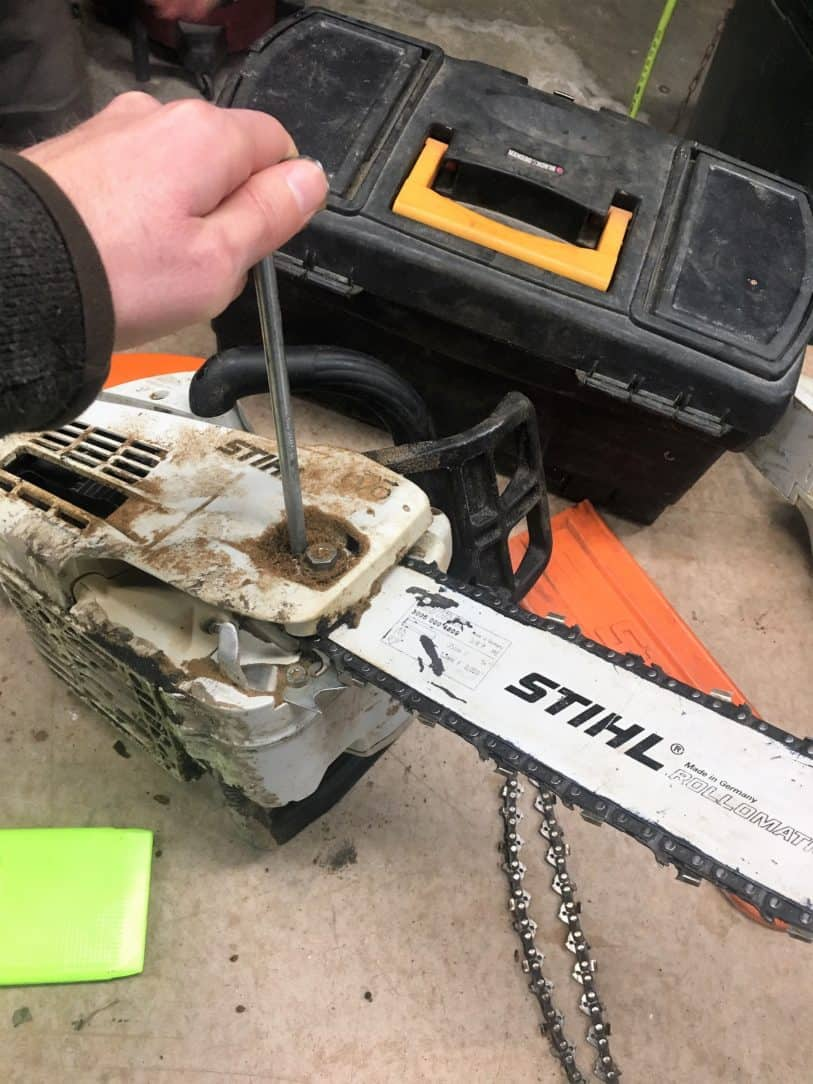 Chainsaw Chain Direction: 4 Steps to Always Get it Right